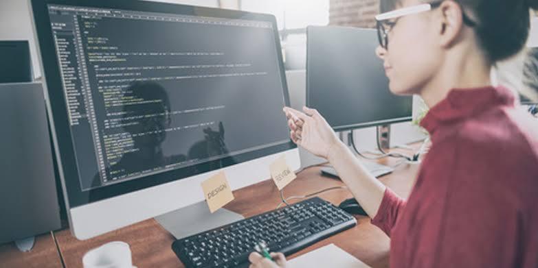 ホームページ制作、制作会社・フリーランスどっちがいい?それぞれのメリットとデメリットを解説